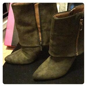 Awesome suede dark green ankle boots